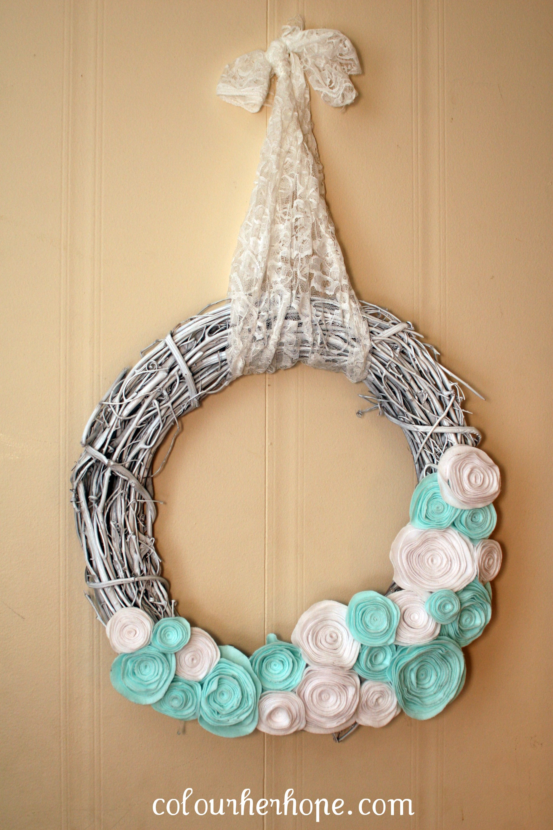our winter wreath with diy details colour her hope. Black Bedroom Furniture Sets. Home Design Ideas